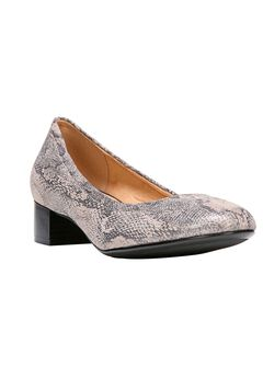 Adeline Pumps by Naturalizer®,